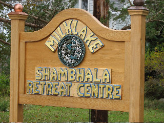 Phtot of entracne sign to Milklake retreat centre